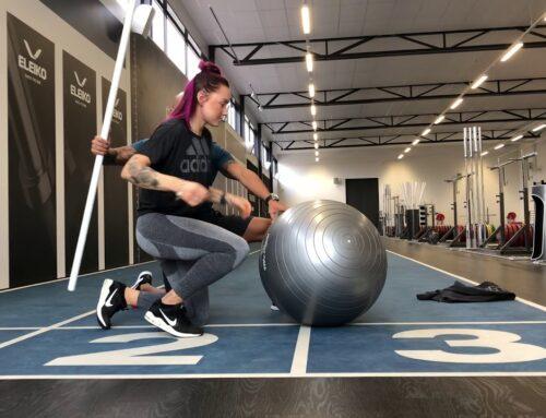 Träna magen med pilatesboll